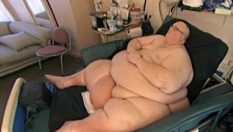 L'homme le plus gros du monde attaque les soins de santé (vidéo)