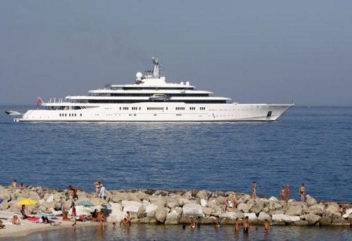 le nouveau yacht de roman abramovitch trop grand pour le. Black Bedroom Furniture Sets. Home Design Ideas