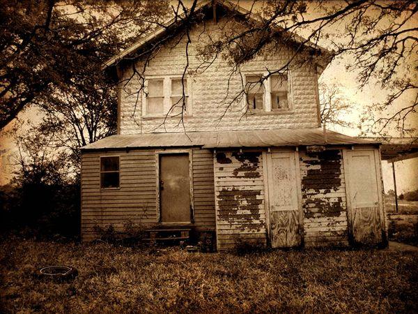 Maison hantée où des phénomènes bizarres à La Prairie au ...