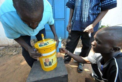 Gambie : Un système de vote unique au monde, les Gambiens votent avec des billes à la place des bulletins