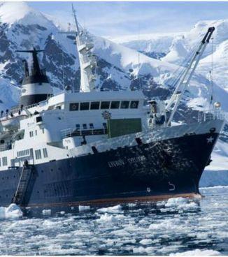Voici le Luybov-Orlova, le navire qui est actuellement à la dérive dans l'Océan Atlantique-Nord