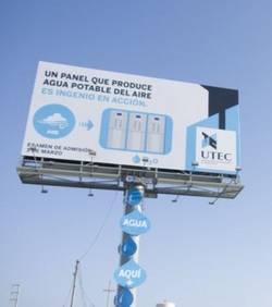 Ce panneau publicitaire écologique produit de l'eau potable