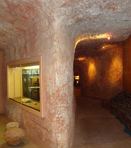 Découvrez Coober Pedy, la première ville souterraine du monde V10