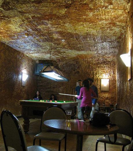 Découvrez Coober Pedy, la première ville souterraine du monde V12