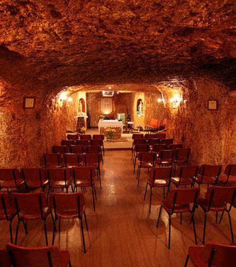 Découvrez Coober Pedy, la première ville souterraine du monde V15