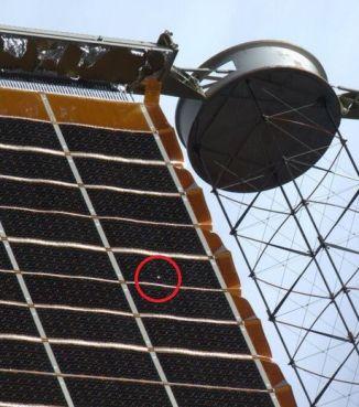 Un trou a été détecté dans l'un des panneaux solaires de la Station spatiale internationale