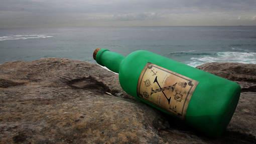 Cette histoire troublante a débuté par une bouteille retrouvée par des ouvriers à Long Island. Elle avait été lancée par Sidonie en 2001. © getty.