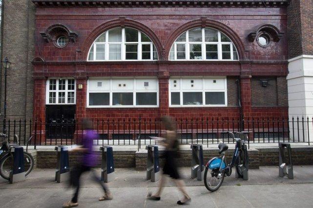 La station Brompton Road, ouverte en 1906, s'est avérée située trop près d'autres stations pour être utilisée à bon escient et a été fermée en 1934. PHOTO ASSOCIATED PRESS
