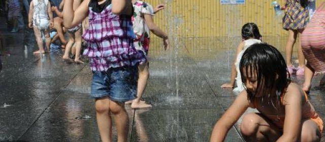 Sécheresse désespérante oblige, des fonctionnaires japonais ont indiqué vendredi avoir eu recours la veille à deux machines à pluie dans le but de remplir les réservoirs d'eau qui desservent les 35 millions de personnes de la mégapole de Tokyo. | Rie Ishii