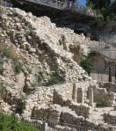 """La """"Cité de David"""" représente l'emplacement de la vieille ville de Jérusalem qui contient les traces d'au moins 6000 années d'occupation humaine."""