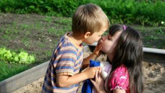 Un enfant de six ans accusé de harcèlement sexuel pour un bisou. | Photo: Fotolia (illustration)