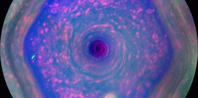 Hexagone au nord de Saturne DR