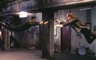 The Matrix avec Keanu Reeves (L) et Hugo Weaving (R)