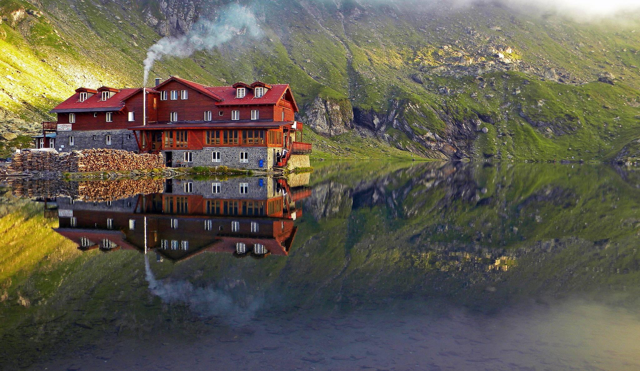 l image du jour lac balea dans les montagnes des carpates etrange et insolite. Black Bedroom Furniture Sets. Home Design Ideas