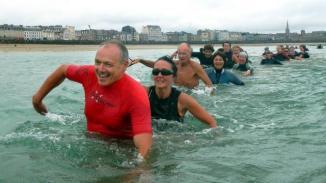 Longe côte ou Randonnée pédestre aquatique... Rendez-vous au Surf School à St Malo pour une heure de promenade en mer   Marc Ollivier