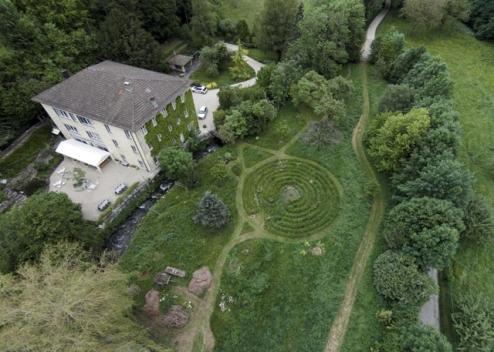 Le labyrinthe circulaire de quelque 17 mètres de diamètre est dans le collimateur du Service du développement territorial. Image: JEAN-PAUL GUINNARD/A