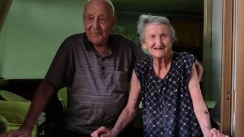 Antonio Vassallo, 100 ans, et sa femme Amina Fedollo, 93 ans, dans leur village d'irréductibles centenaires au sud de l'Italie. - © MARIO LAPORTA - AFP