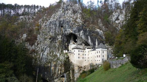 L'image du Jour : Le château slovène suspendu aux falaises (vidéo) By Jack35 122