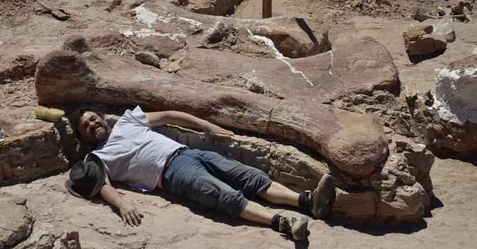 Le Titanosaure, le plus grand dinosaure jamais découvert sur Terre (vidéo) By Jack35 1-7