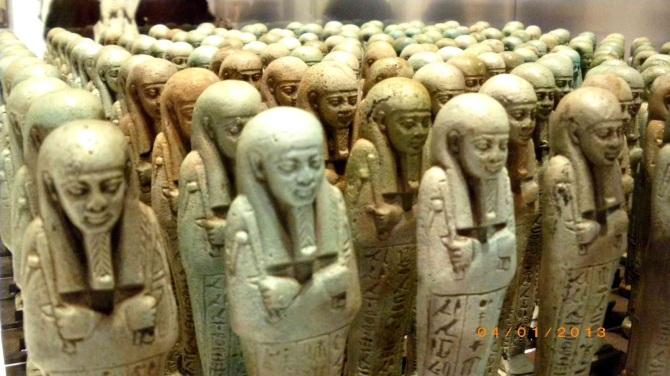 Les ouchebtis, ces mystérieuses statuettes enterrées avec les pharaons (vidéo) By Jack35 3-34