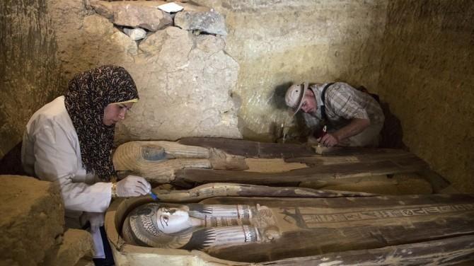 Egypte : découverte d'une tombe près des pyramides de Gizeh (vidéo) By Jack35 1-11