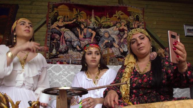 Des sorcières combattent la corruption en Roumanie (vidéo) By Jack35 1-36
