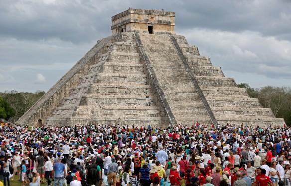 Qu'y a-t-il à l'intérieur de la pyramide de Chichén Itzá ? (vidéo) By Jack35 1-72