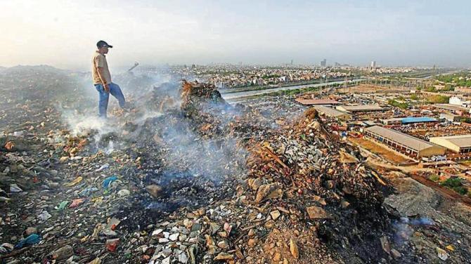 Une montagne de déchets dépassera bientôt le Taj Mahal (vidéo) By Jack35 1-23