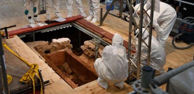 Un sarcophage vieux de 1000 ans ouvert en Allemagne (vidéo) By Jack35  Capture-9