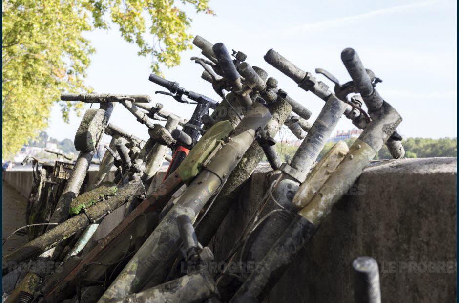 Lyon : dans le Rhône, France, 100 trottinettes repêchées sur 800 mètres (vidéo) By Jack35 1-39