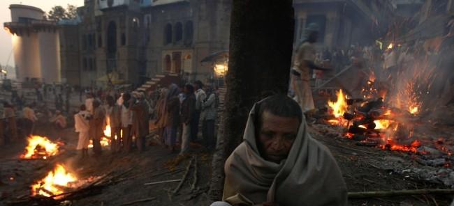 Rituels funéraires :  Varanasi , en Inde (vidéo) By Jack35 1-93
