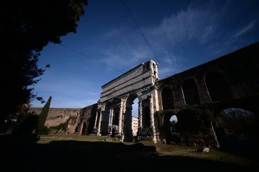 Une mystérieuse basilique païenne dévoilée à Rome (diaporama & Vidéo sur Bidfoly.com) By Jack35 1-43