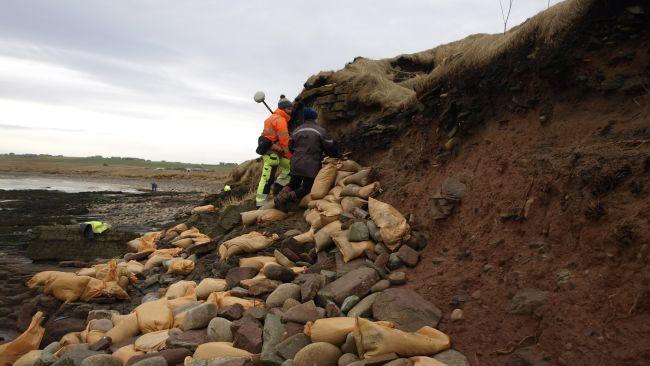 Des tempêtes écossaises dénichent un cimetière datant de 1500 ans à l'époque des Vikings (vidéo) By Jack35 1-47
