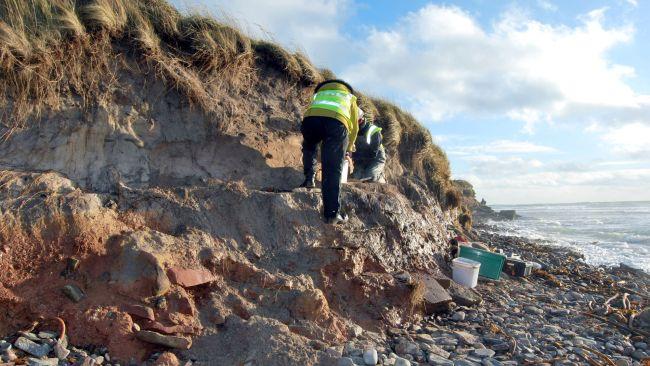 Des tempêtes écossaises dénichent un cimetière datant de 1500 ans à l'époque des Vikings (vidéo) By Jack35 3-11