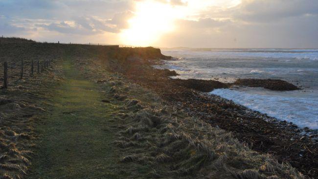 Des tempêtes écossaises dénichent un cimetière datant de 1500 ans à l'époque des Vikings (vidéo) By Jack35 4-9