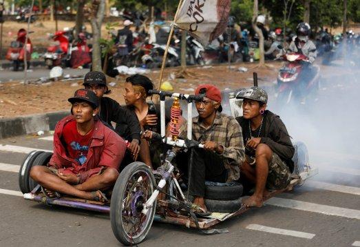 Les Vespas trompées d'Indonésie (vidéo) By Jack35 1-87