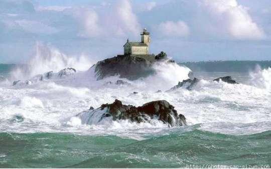La Bretagne hantée : Le phare maudit de Tévennec (vidéo) By Jack35 1-91