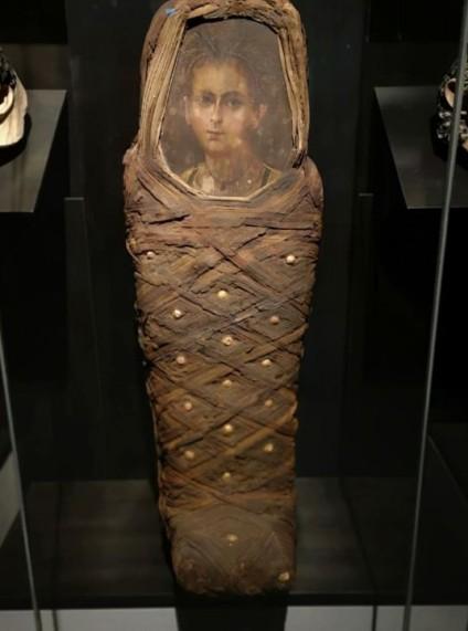 Des chercheurs reconstruisent le visage d'une momie égyptienne pour le comparer à son portrait (vidéo) By Jack35 1-3-1
