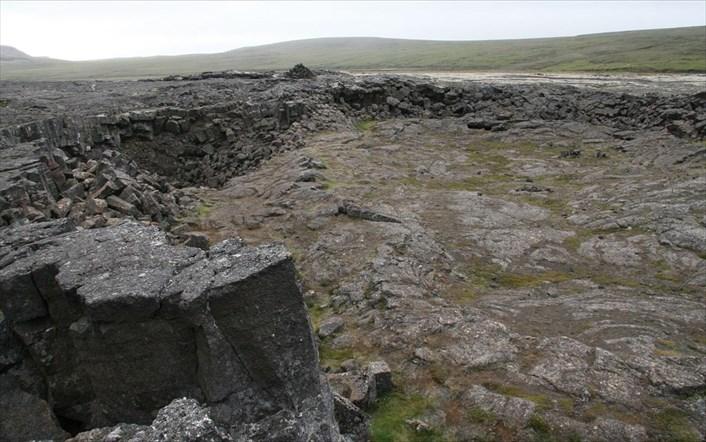 Les Vikings ont sculpté un énorme bateau dans une grotte volcanique pour conjurer l'apocalypse (diaporama et vidéo) ByJack35 3-19