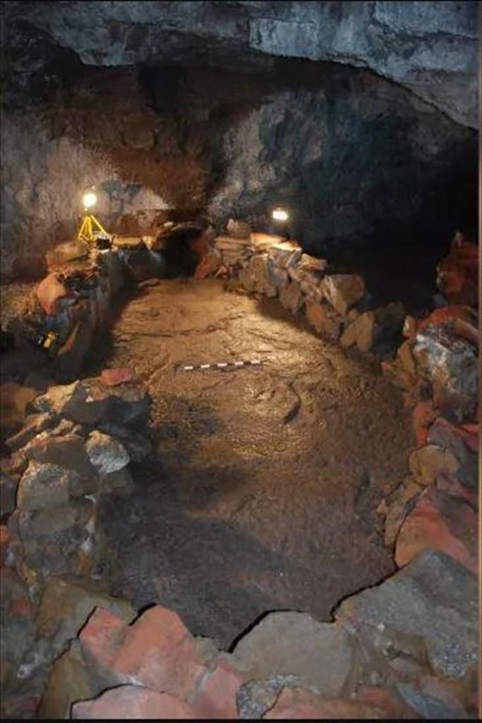Les Vikings ont sculpté un énorme bateau dans une grotte volcanique pour conjurer l'apocalypse (diaporama et vidéo) ByJack35 4-17