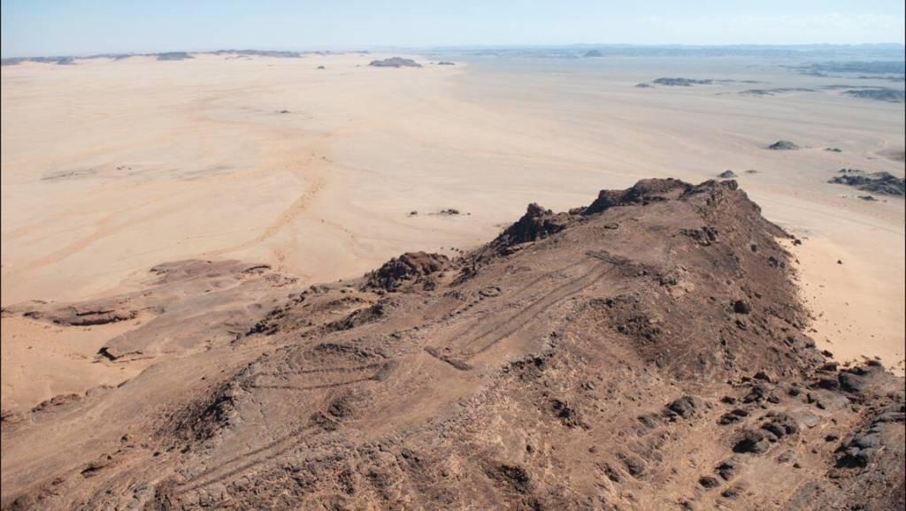 Les mustatils d'Arabie saoudite, ces mystérieux monuments plus anciens que Stonehenge ou les pyramides (vidéo) By Jack35 1-13