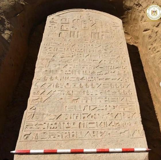 Egypte : un agriculteur découvre une stèle érigée il y a 2600 ans par un pharaon (vidéo) By Jack35 1-76