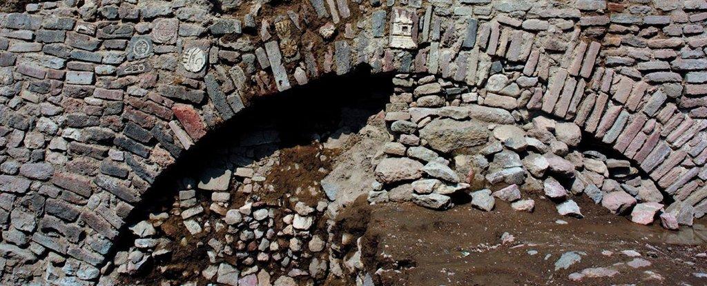 Des archéologues mexicains forcés d'enterrer une découverte inhabituelle faite dans l'ancienne capitale aztèque (vidéo) By Jack35 1-81