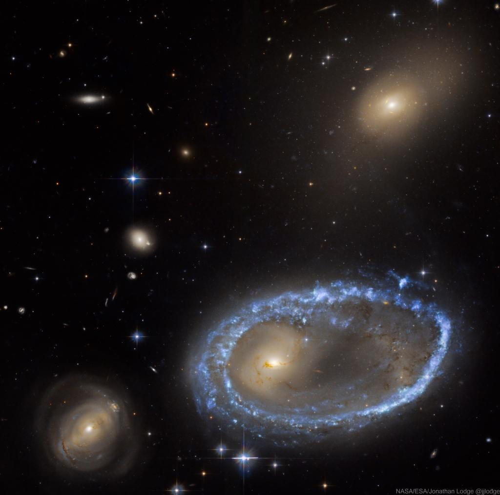 L'image du jour : La galaxie annulaire, AM 0644-741 (vidéo) By Jack35 1-94